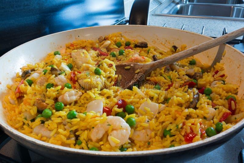 Download Paella Spagnola Tipica Del Piatto Immagine Stock - Immagine di pesci, spagnolo: 55363163