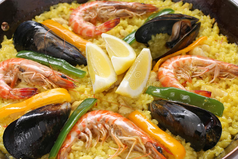 Paella, Teller des spanischen Reises lizenzfreie stockbilder