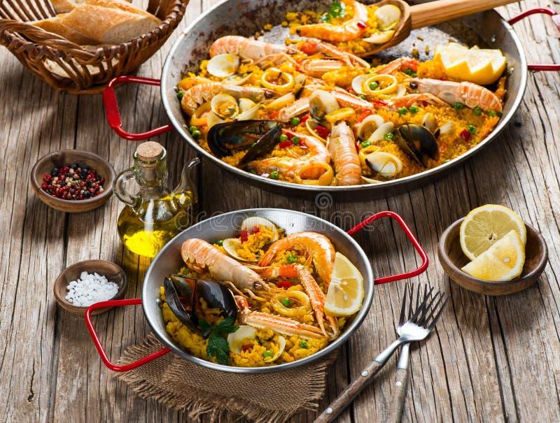 Paella - traditionell spansk mat arkivbilder