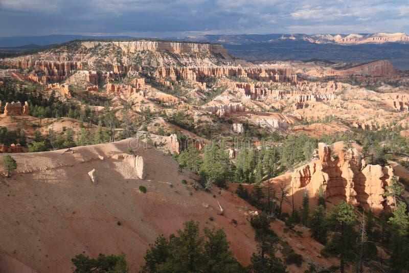 Paesaggi Bryce Canyon delle montagne fotografie stock libere da diritti