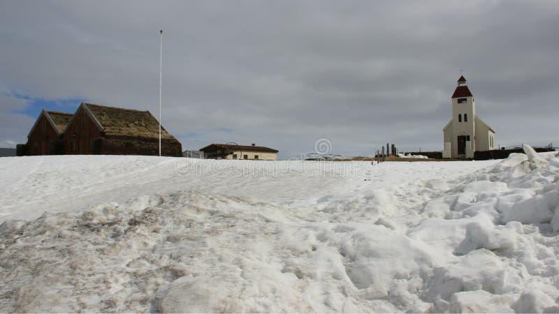 Paesaggi di inverno e piccolo villaggio fotografia stock