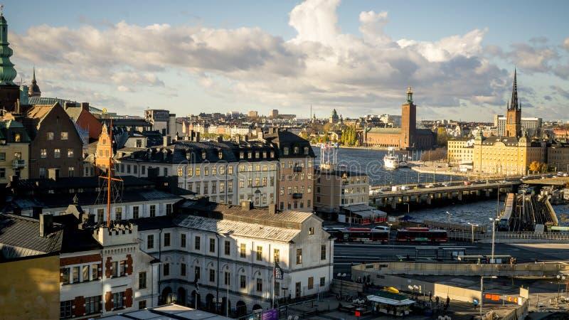 Paesaggi urbani di Stoccolma, Svezia con la vista di Gamla Stan fotografia stock libera da diritti