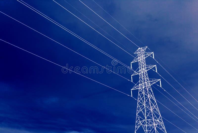 Paesaggio ad alta tensione della torre immagine stock libera da diritti