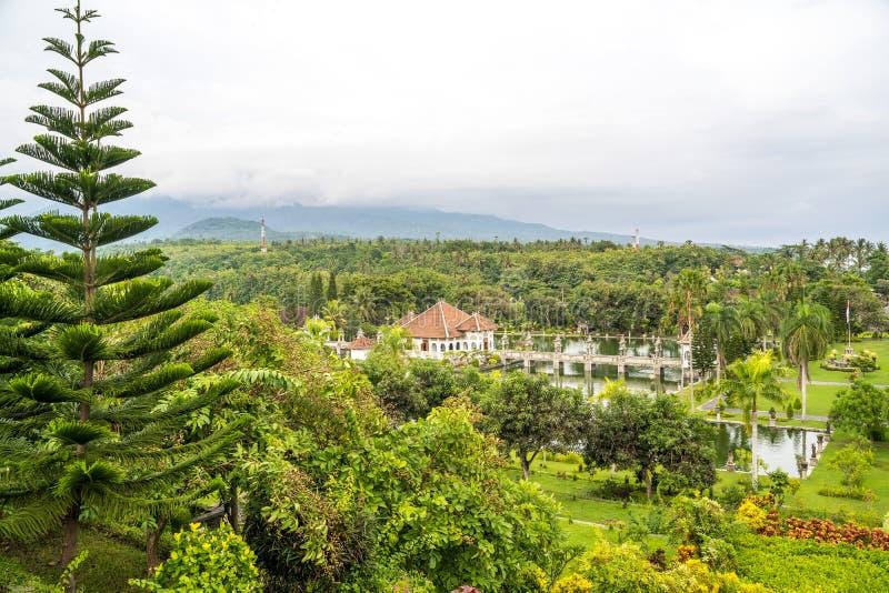 Paesaggio aereo del parco di Ujung del palazzo dell'acqua di Ujung o del parco di Sukasada su Bali, Indonesia fotografia stock libera da diritti