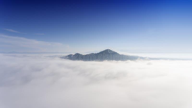 Paesaggio aereo della foschia di mattina fotografia stock libera da diritti