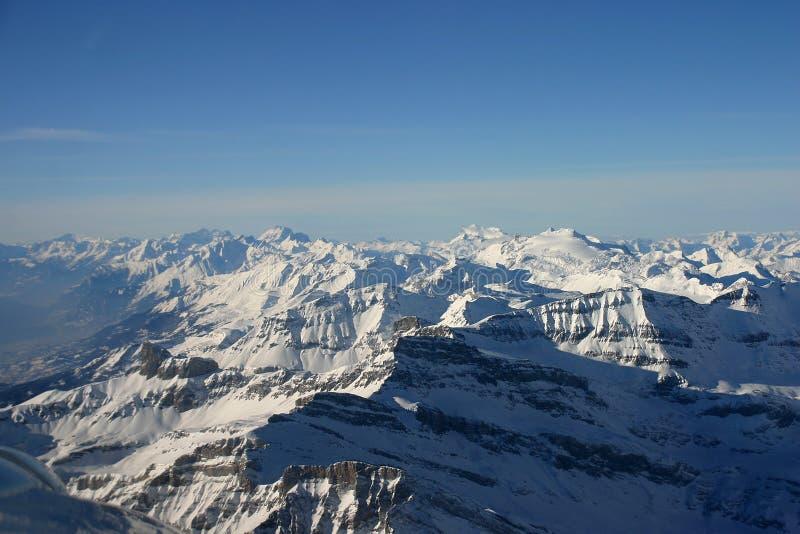 Paesaggio aereo delle alpi immagini stock