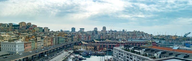 Paesaggio aereo di paesaggio urbano della città di Genova immagini stock