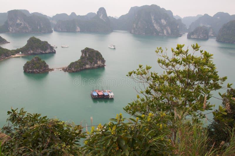 Paesaggio alla baia di lunghezza Vietnam dell'ha fotografia stock