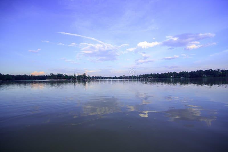 Paesaggio, bacino idrico di sera di Huai Tueng Thao, Tailandia, fotografia stock