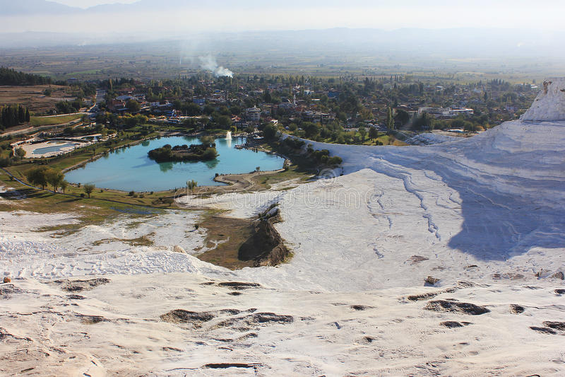 Paesaggio bianco di Pamukkale in Denizli Turchia fotografia stock