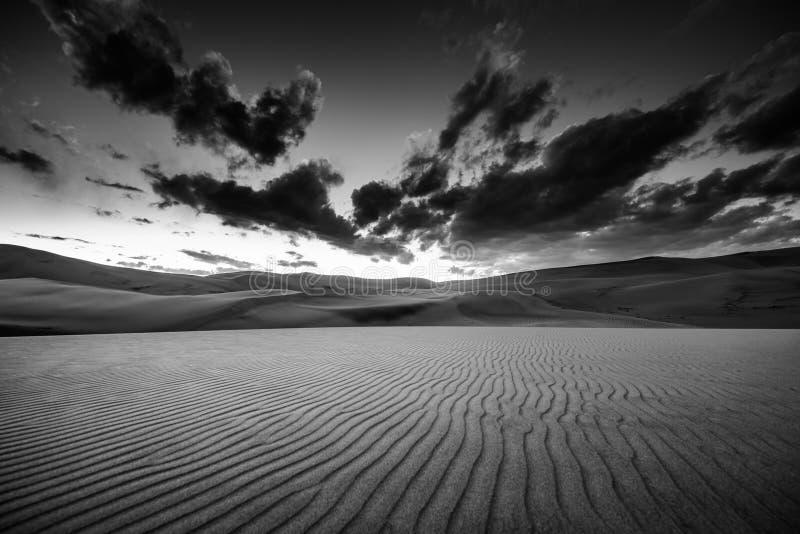 Paesaggio in bianco e nero del deserto fotografia stock