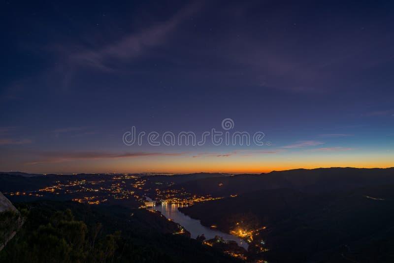 Paesaggio blu della montagna di colori di ora fotografia stock libera da diritti