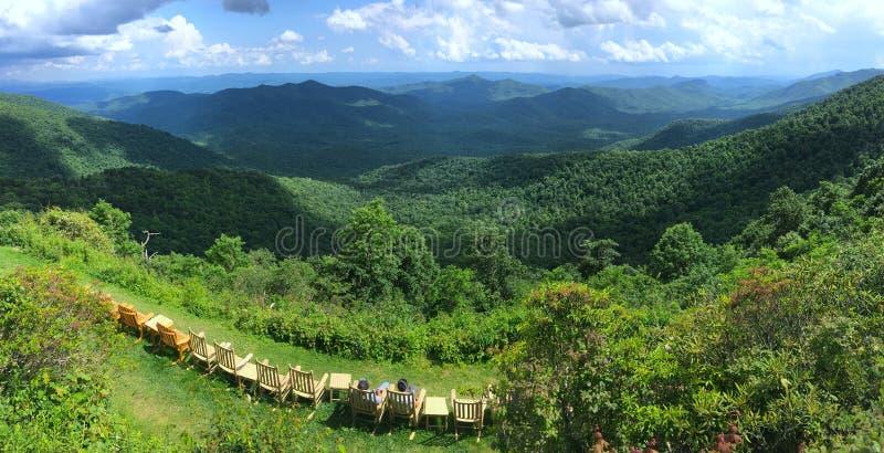 Paesaggio blu di Ridge Parkway immagini stock