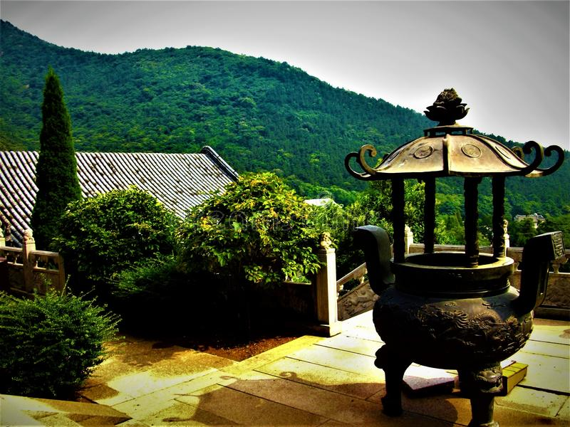 Paesaggio cinese e dettagli, arte, tetto, natura e cielo fotografia stock libera da diritti