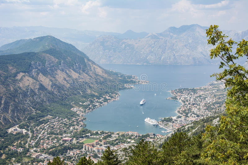 Paesaggio con la baia di Cattaro, Montenegro fotografia stock libera da diritti