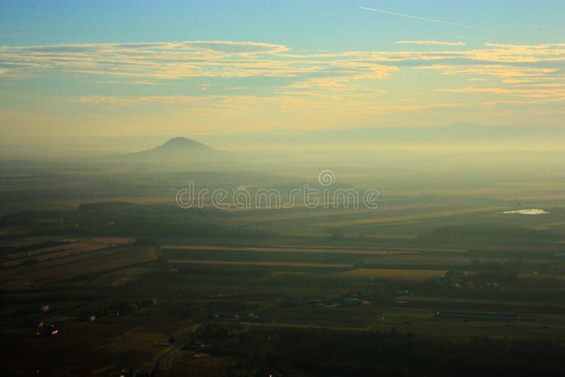 Paesaggio con la montagna fotografia stock