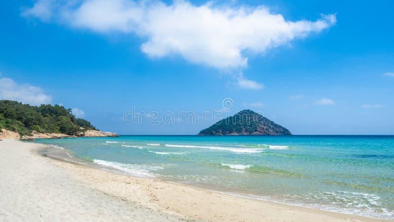 Paesaggio con la spiaggia di Paradise fotografia stock libera da diritti