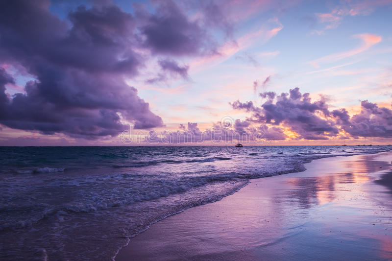 Paesaggio costiero variopinto Spiaggia di Bavaro fotografie stock