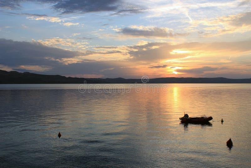 Paesaggio dalla spiaggia croata immagini stock libere da diritti