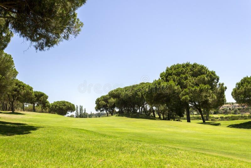 Paesaggio del campo da golf di Algarve, golf famoso e destinazione della natura immagini stock