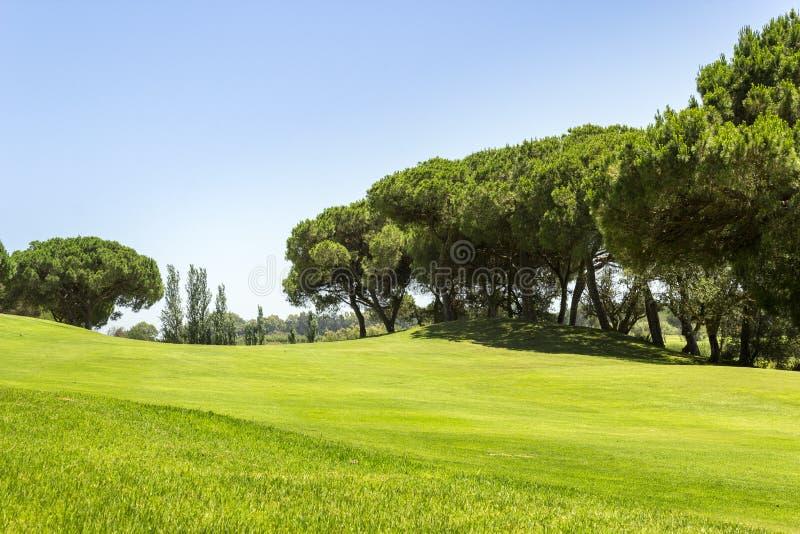 Paesaggio del campo da golf di Algarve, golf famoso e destinazione della natura fotografie stock