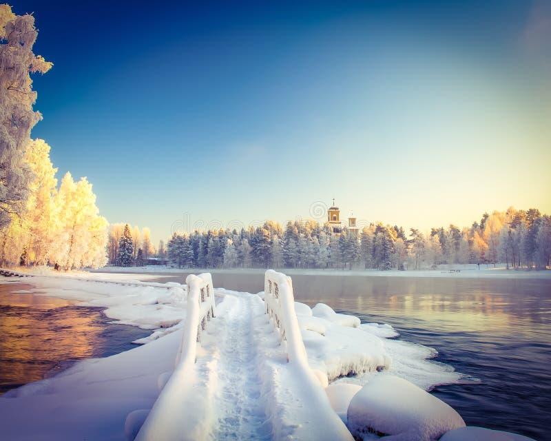 Paesaggio del fiume di inverno fotografie stock