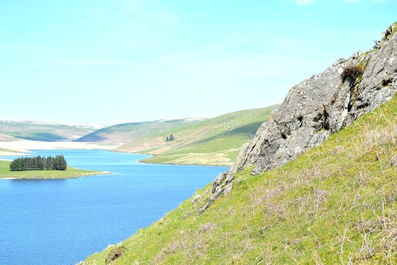 paesaggio del fiume in Elan Valley in Galles, Regno Unito fotografie stock libere da diritti