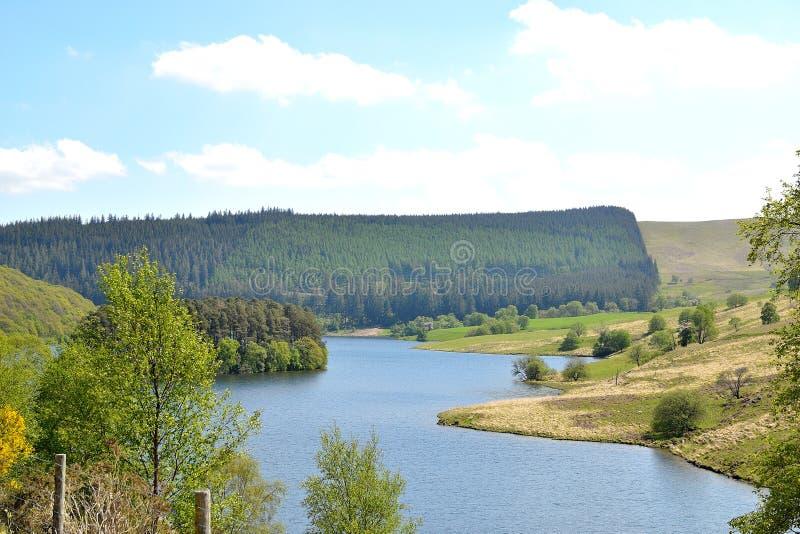 paesaggio del fiume in Elan Valley in Galles, Regno Unito fotografia stock