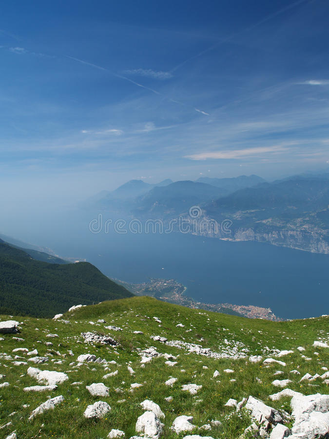 Paesaggio del lago Garda fotografie stock libere da diritti