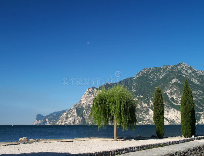 Paesaggio del lago Garda, Italia fotografia stock