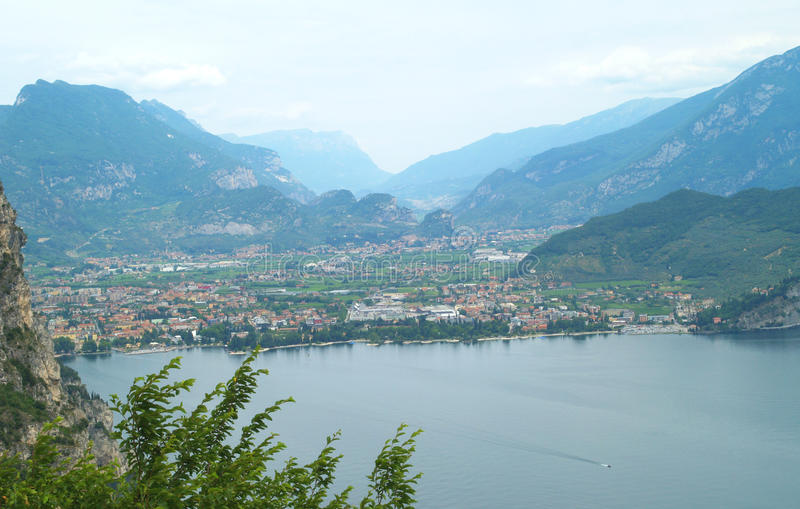 Paesaggio del lago Garda, Italia immagine stock