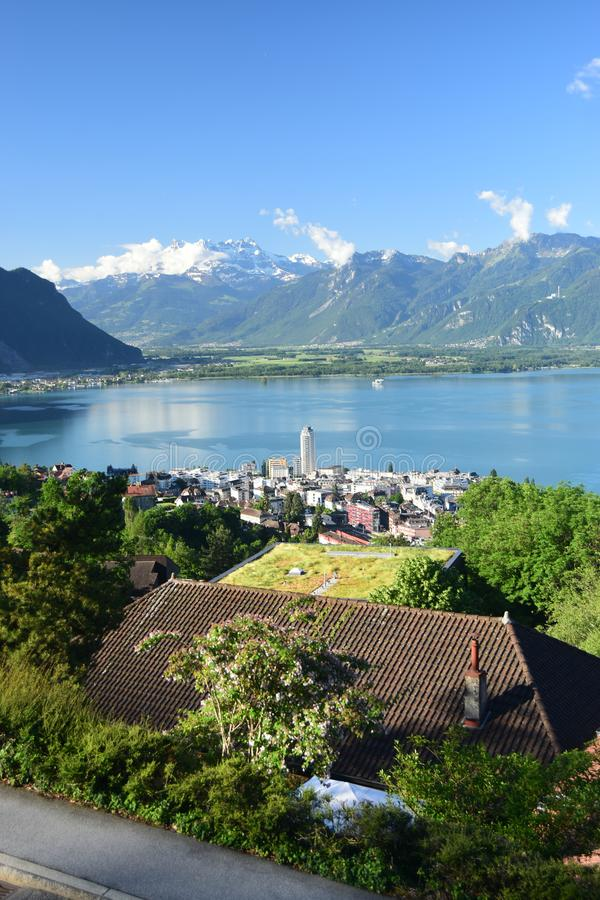 Paesaggio del lago Lemano dalle altezze di Montreux fotografie stock