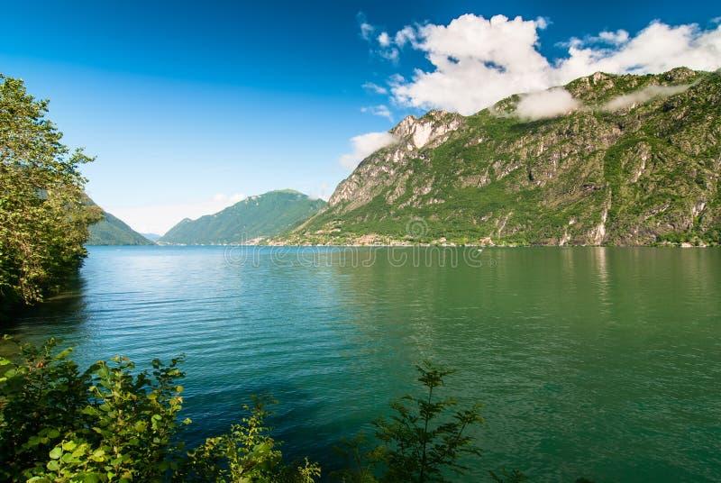 Paesaggio del lago lugano immagini stock libere da diritti