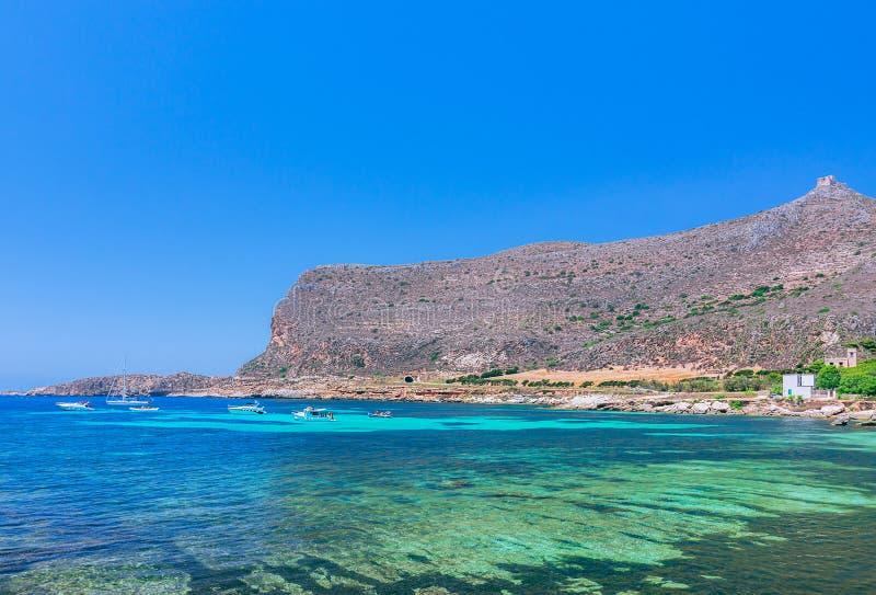 Paesaggio del mare dell'isola dell'isola di Favignana vicino alla Sicilia immagini stock libere da diritti