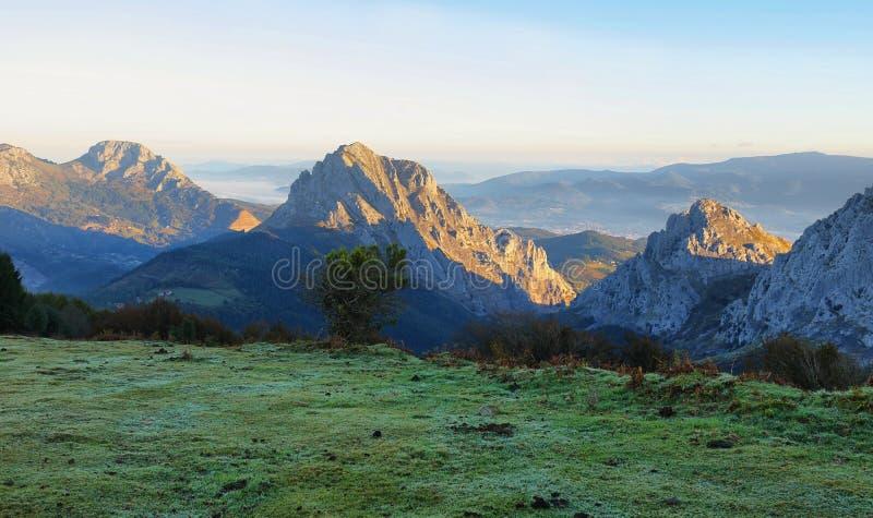 Paesaggio del parco naturale di Urkiola in Spagna fotografie stock libere da diritti