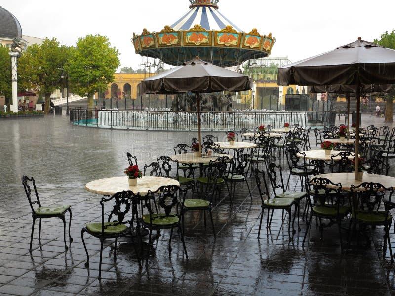Paesaggio del parco a tema abbandonato doccia pesante immagine stock libera da diritti