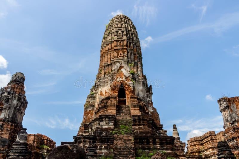Paesaggio del ` s della Tailandia nel parco storico di Ayutthaya, Ayutthaya, 2560, contesto luminoso del cielo immagini stock libere da diritti