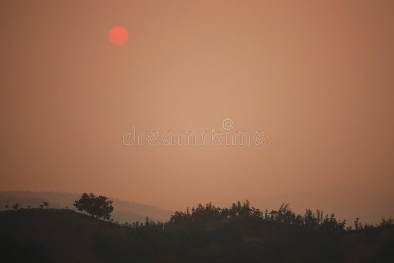Paesaggio del tramonto sopra la catena montuosa, provincia di Shanxi, Cina fotografie stock libere da diritti