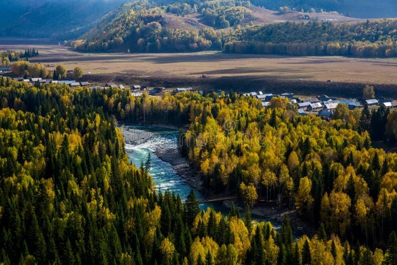 Paesaggio del villaggio di Hemu dello Xinjiang immagini stock