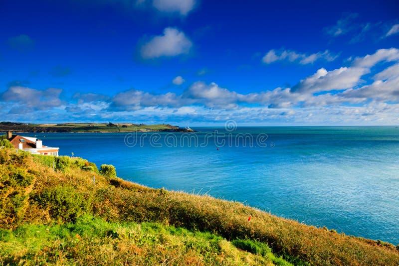 Paesaggio dell'Irlandese. sughero atlantico della contea della costa della linea costiera, Irlanda fotografia stock libera da diritti