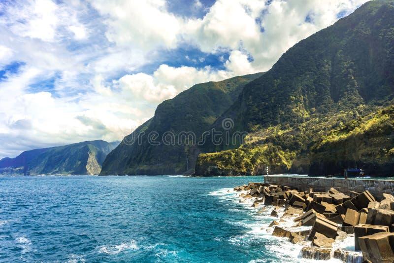 Paesaggio della baia a Seixal, isola del Madera, Portogallo immagini stock
