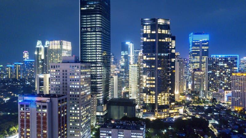 Paesaggio della capitale di Jakarta alla notte fotografia stock libera da diritti