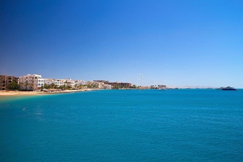 Paesaggio della destinazione di festa in Egiziano Hurghada con il Mar Rosso immagini stock