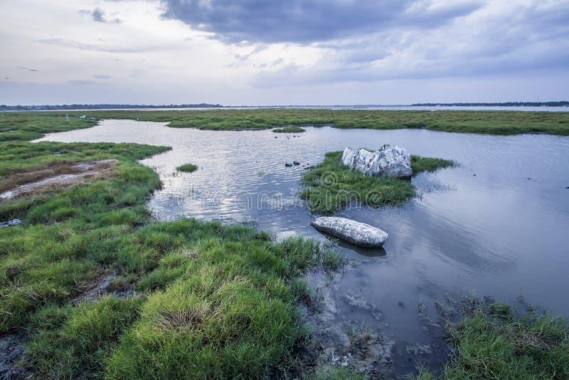 Paesaggio della laguna della baia di Arugam, Sri Lanka fotografia stock libera da diritti