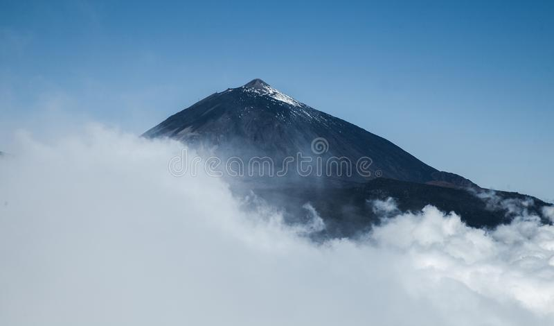 Paesaggio della lava e di Volcano Teide nel parco nazionale di Teide, paesaggio vulcanico roccioso della caldera del parco nazion immagini stock