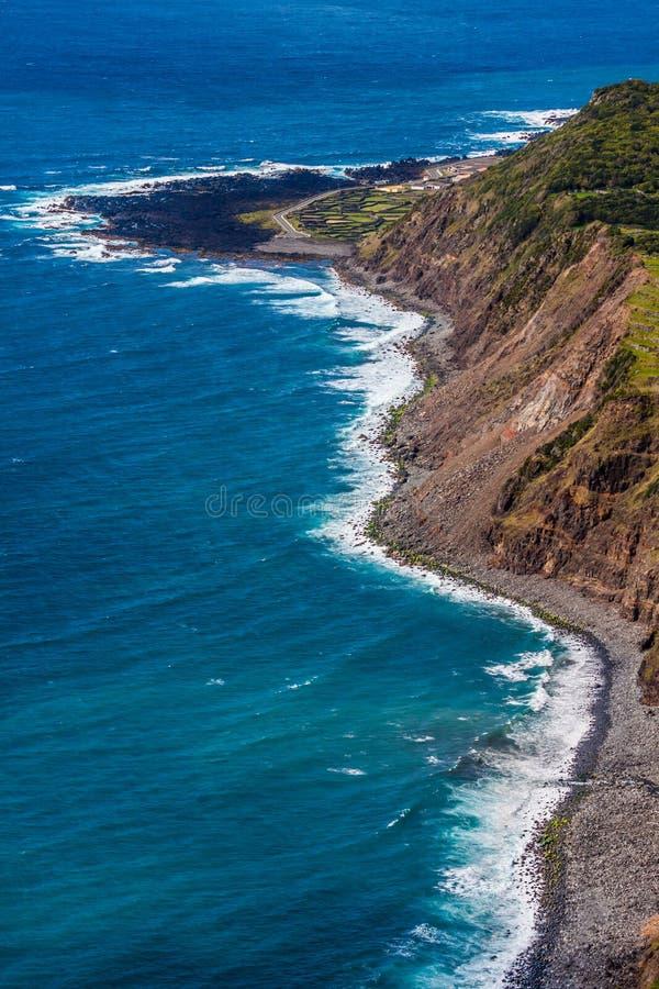 Paesaggio della linea costiera delle Azzorre in Faja grande, isola del Flores Portug immagine stock libera da diritti