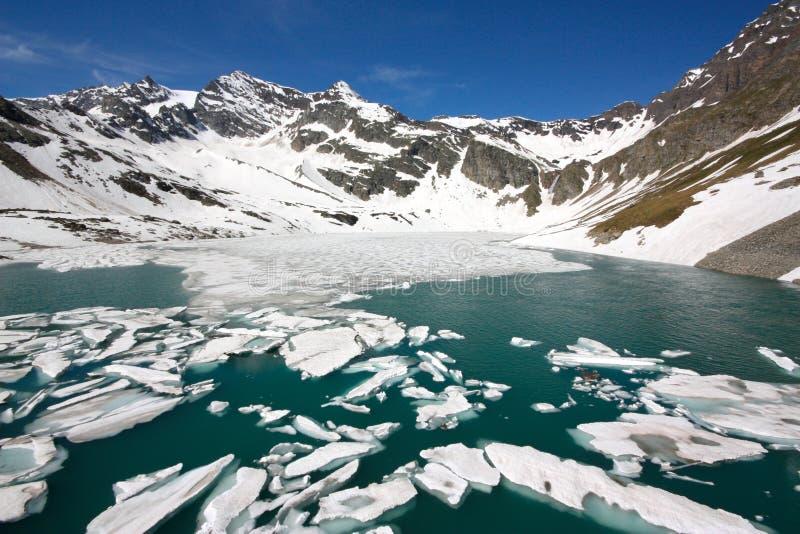 Download Paesaggio della montagna fotografia stock. Immagine di italia - 9831444