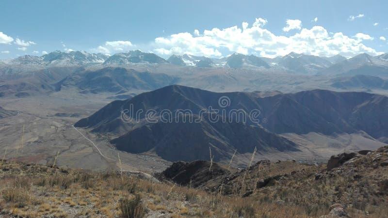 Paesaggio della montagna in Bokonbayevo nel Kirghizistan 2 immagine stock