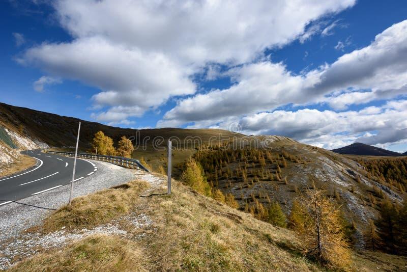 Paesaggio della montagna come visto dalla strada di Nockalm Apls, Austria fotografia stock
