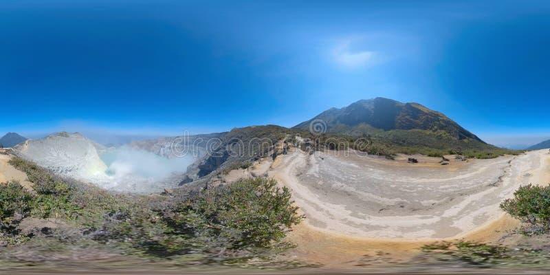 Paesaggio della montagna con il lago vr360 del cratere immagine stock